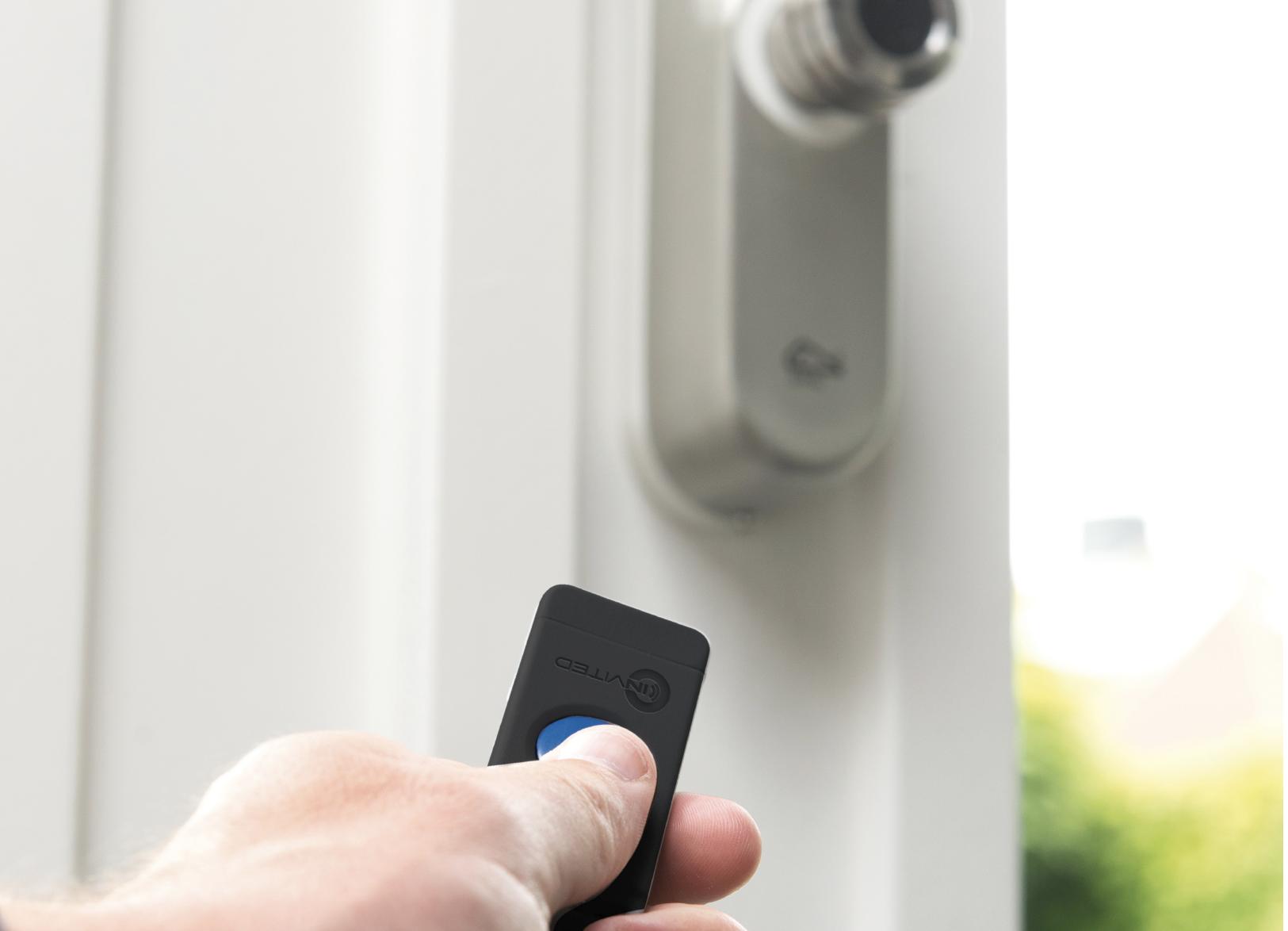 U bedient de smart lock onder andere met een afstandsbediening