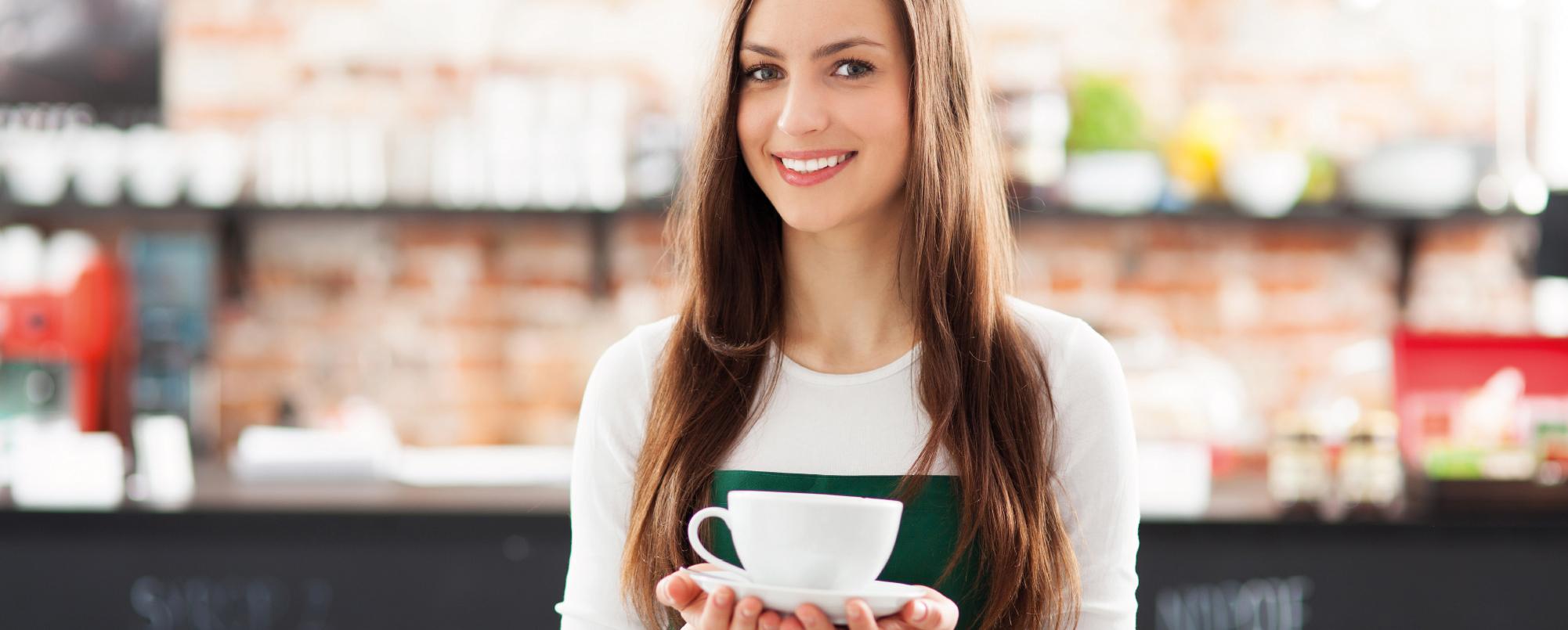 Dame met koffie